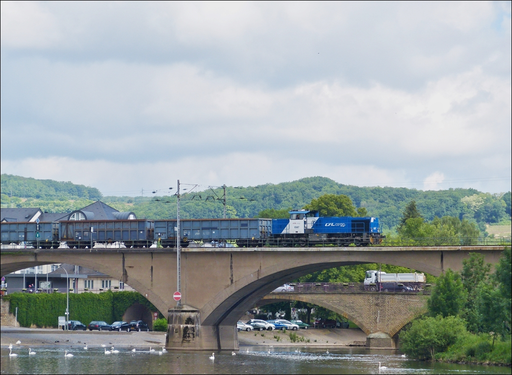 . 1587 pictured with a goods train on the Sûre bridge in Wasserbillig on June 14th, 2013.