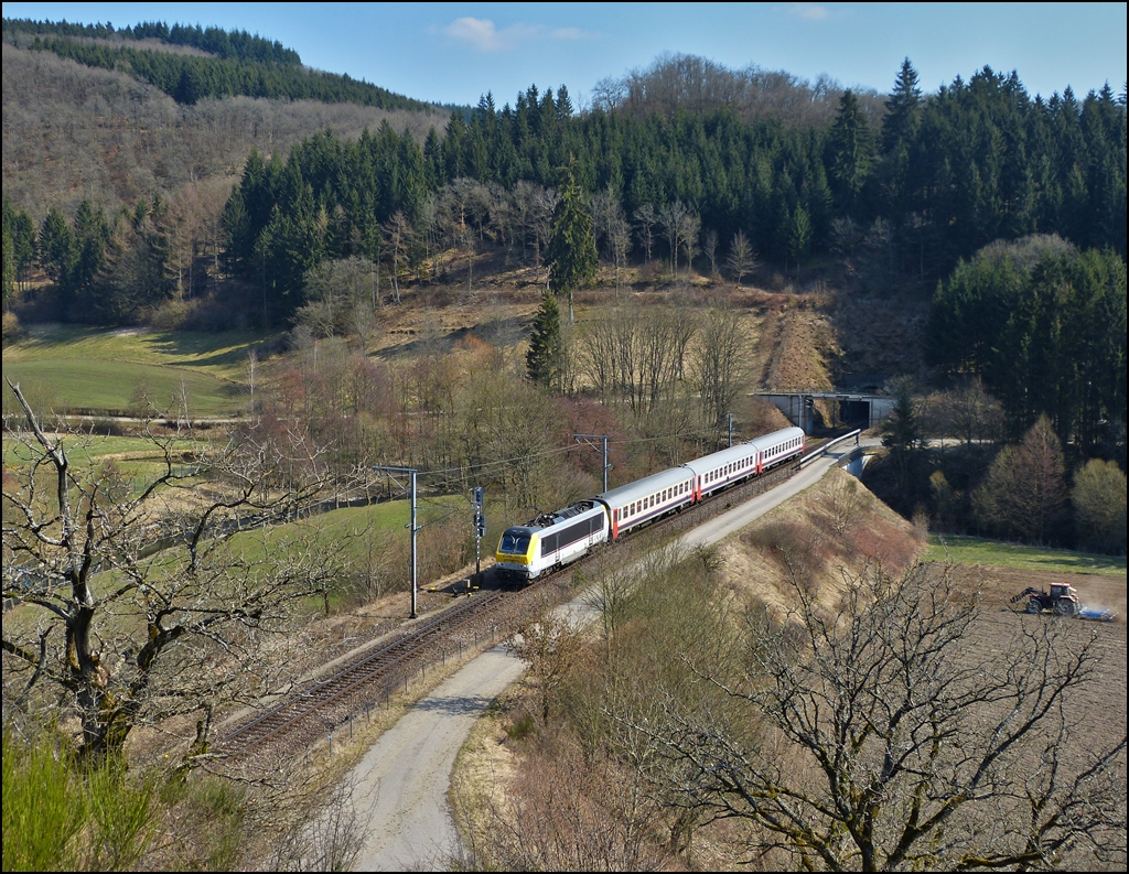 . 3003 is hauling SNCB I 10 cars through Lellingen on April 7th, 2013.