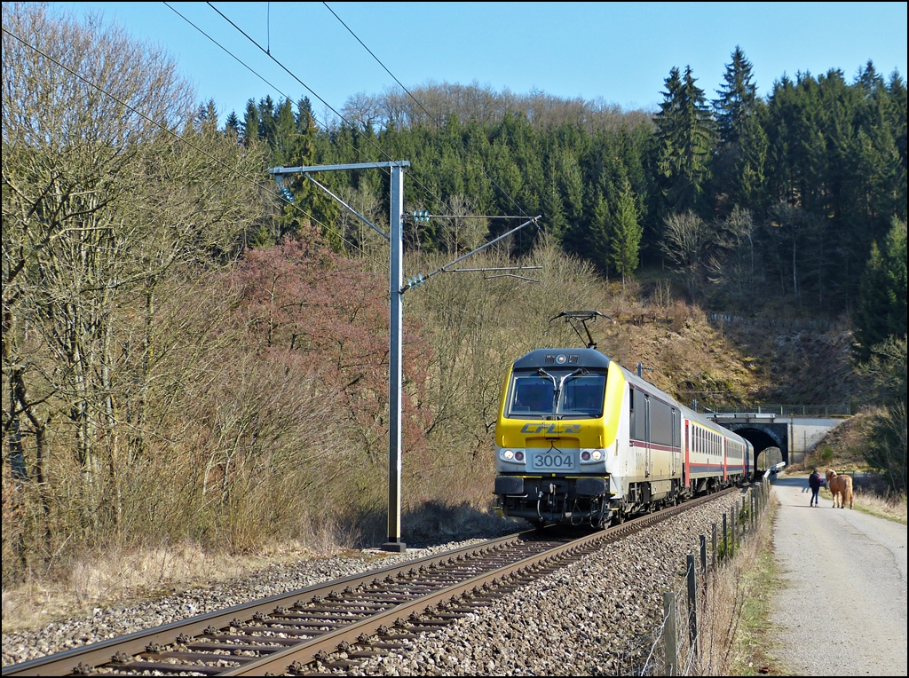 . 3004 with SNCB I 10 wagons pictured in Lellingen on April 7th, 2013.