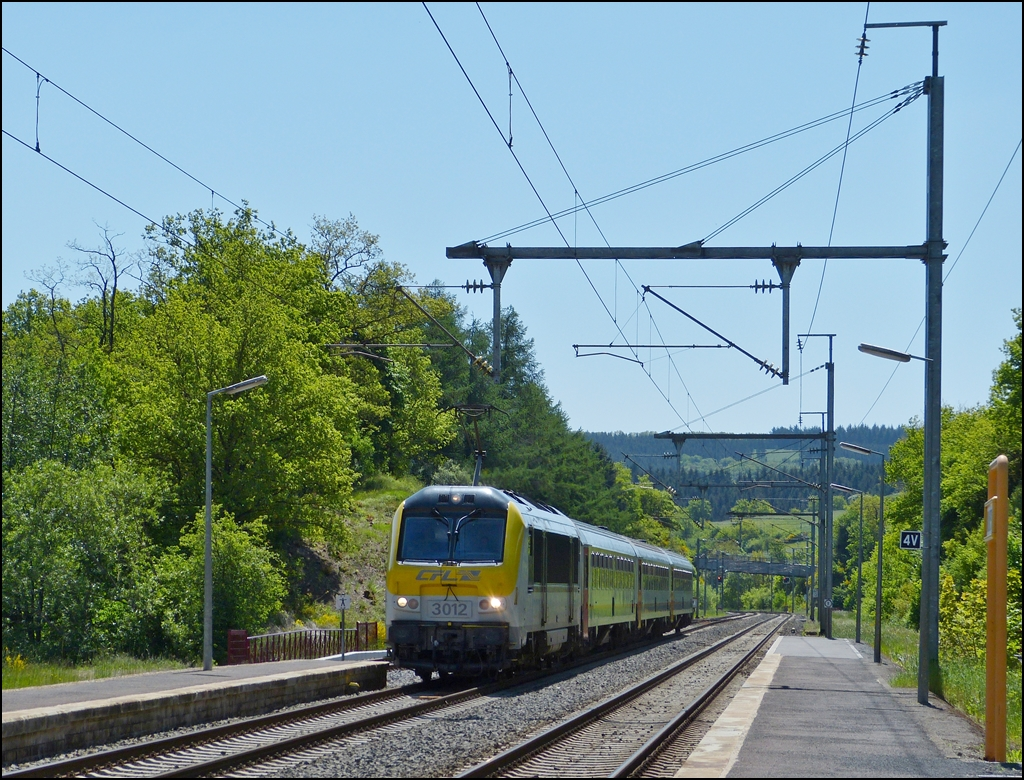 . 3012 is heading the IR 112 Luxembourg City - Liers in Wilwerwiltz on June 2nd, 2013.