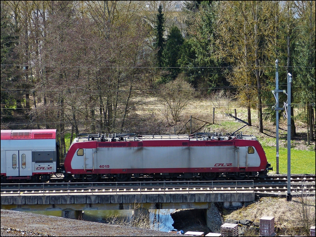 . 4015 is crossing the Clerve in Wilwerwiltz on April 14th, 2013.