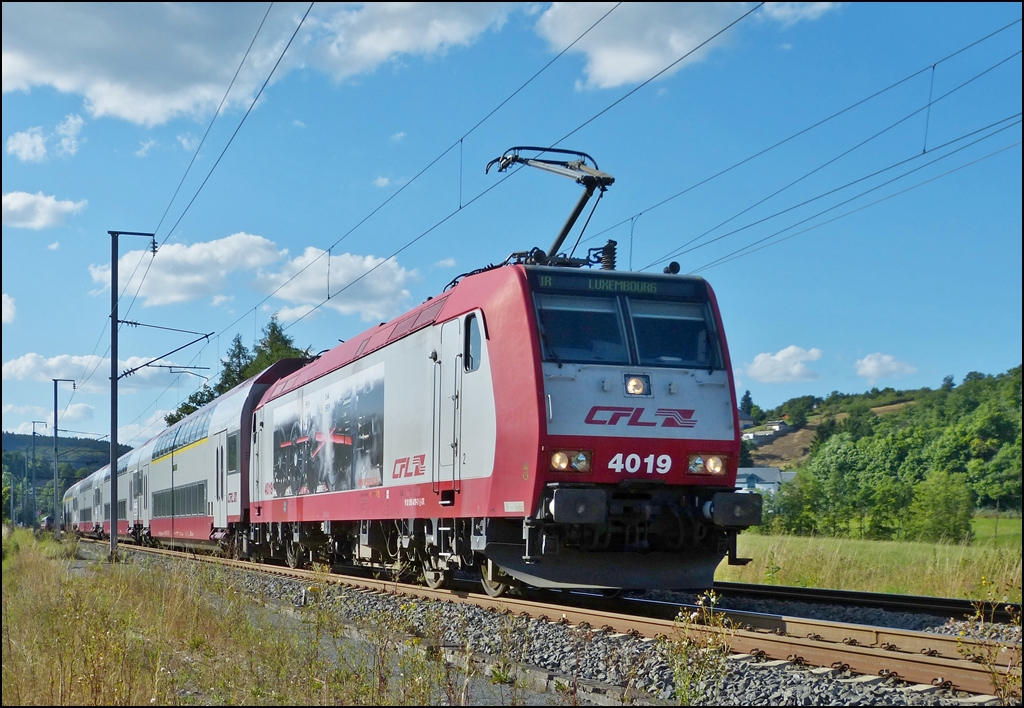 . 4019 is heading the IR 3743 Troisvierges - Luxembourg City in Wilwerwiltz on August 4th, 2013.