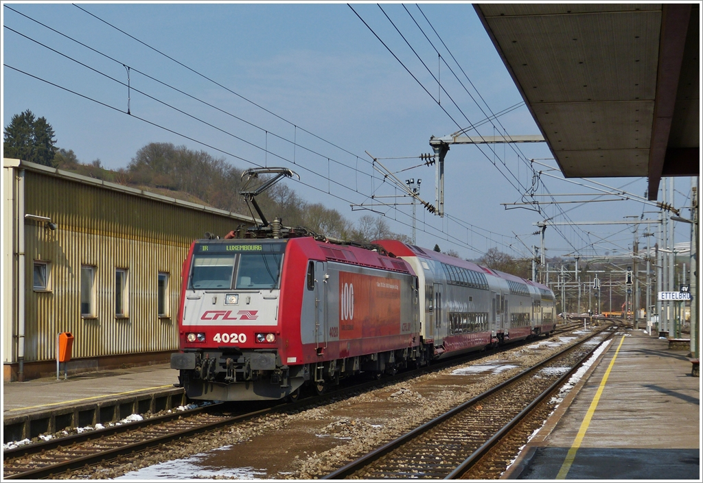 . 4020 is hauling the IR 3739 Troisvierges - Luxembourg City into the station of Ettelbrück on March 25th, 2013.