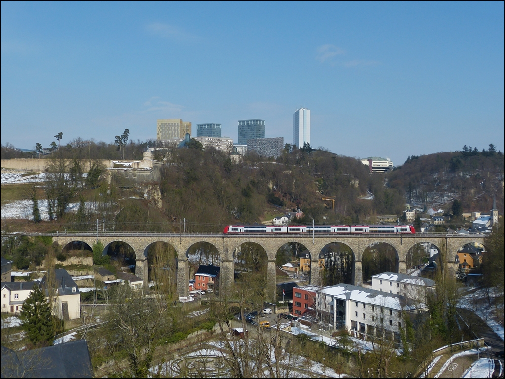 . A Série 2200 EMU is running on the viaduct of Pfaffental in Luxembourg City on March 15th, 2013.