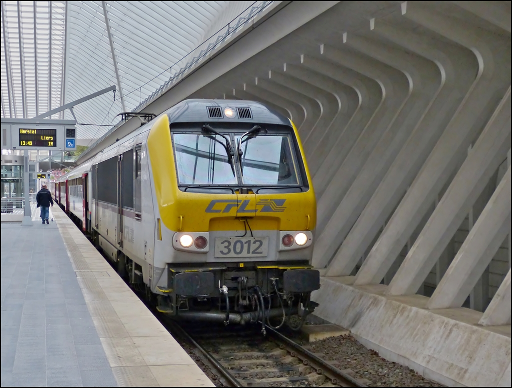 . The IR 112 Luxembourg City - Liers pictured in Liège Guillemins in May 10th, 2013.
