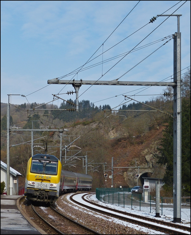 . The IR 113 Liers - Luxemburg City is entering into the station of Kautenbach on March 15th, 2013.