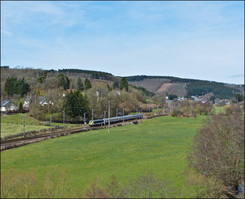 . The IR 115 Liers - Luxembourg City is running between Enscherange and Wilwerwiltz on April 14th, 2013.