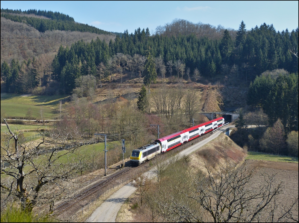 . The IR 3714 Luxembourg City - Troisvierges is runnung through Lellingen on April 7th, 2013.