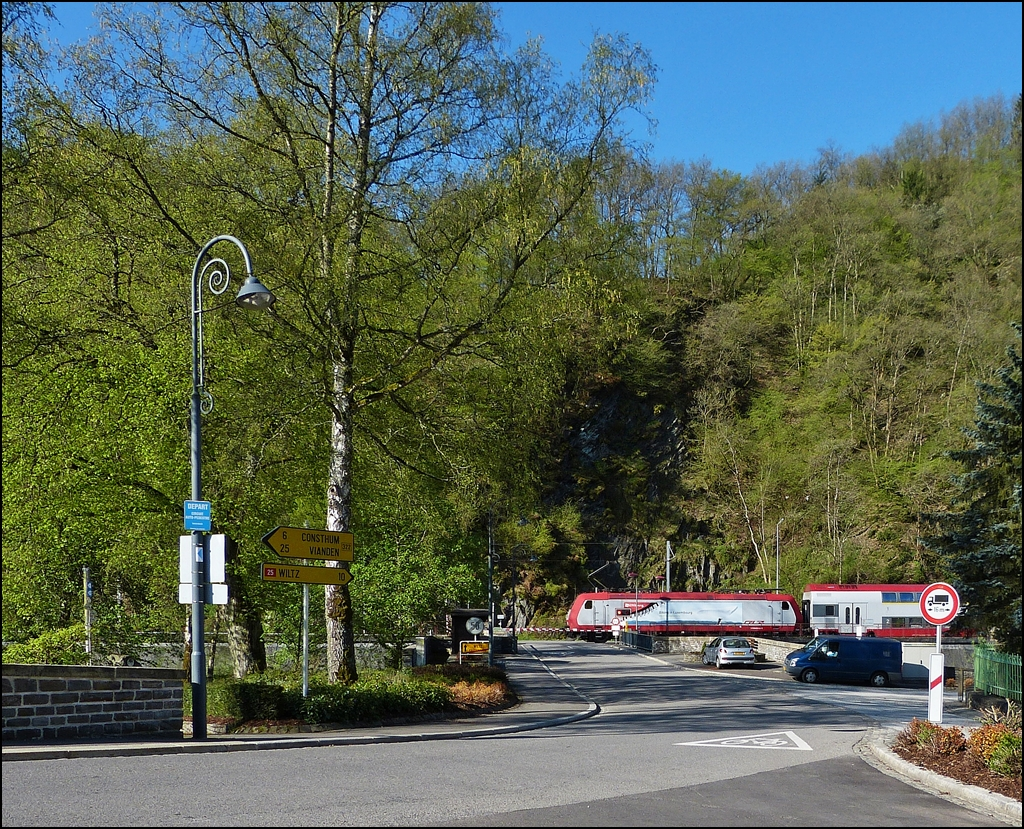 . The RB 3234 Wiltz - Luxembourg City is arriving in Kautenbach on May 5th, 2013.