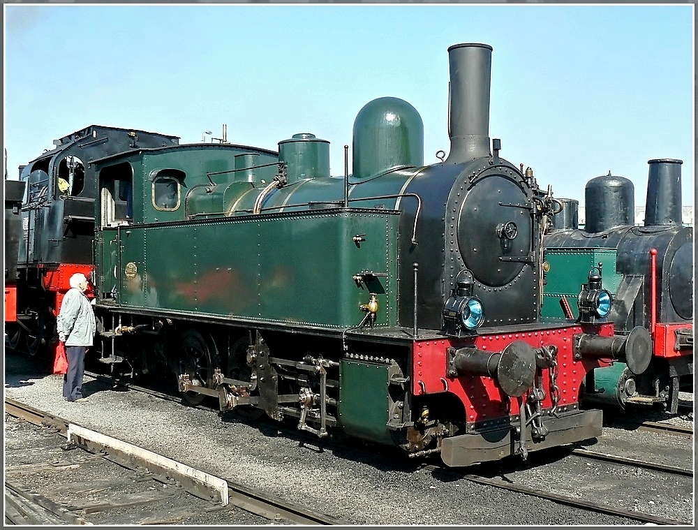 . The steam locomotive 2002 from 1929 was built by Tubize Métallurgiques and it belongs to a member of the Association CFV3V. It was previously at the SAFEA at Houdeng-Goegnies, where it run under rhe number SA 03. The picture was taken in Mariembourg on September 28th, 2008.
