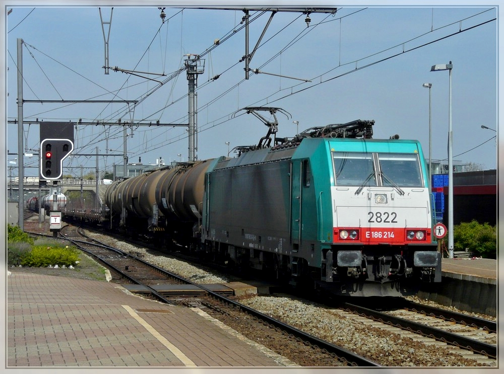. The TRAXX HLE 2822 is hauling a goods train through the station Antwerpen Nooderdokken on April 24th, 2010.