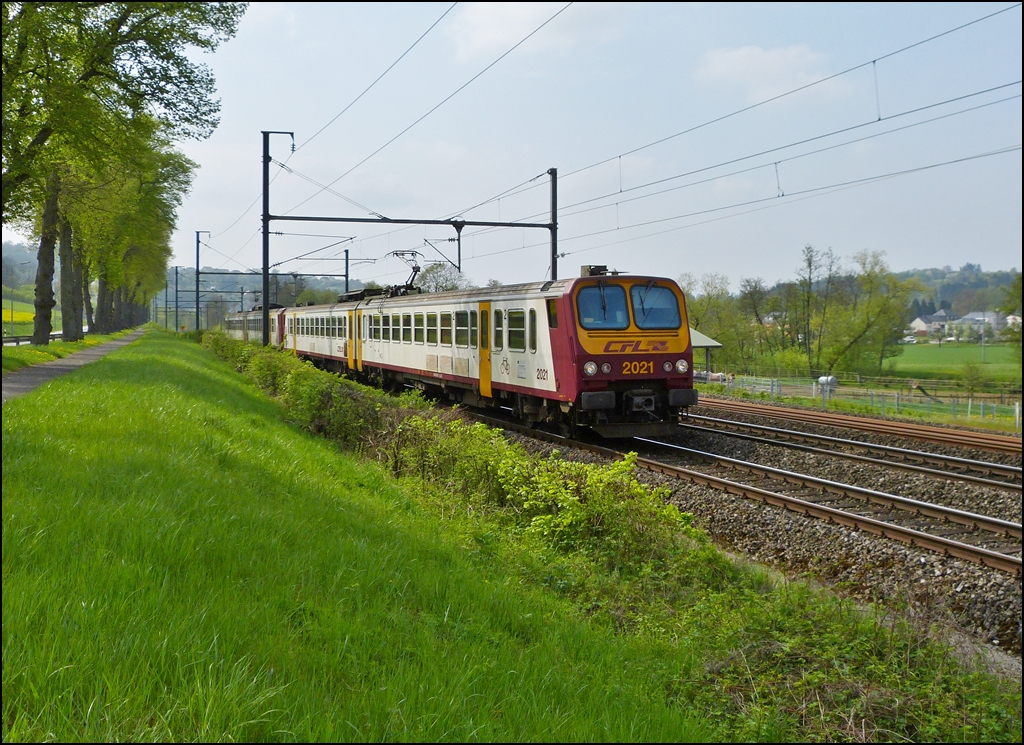 . Z 2000 double unit is running between Colmar-Berg and Schieren on May 3rd, 2013.