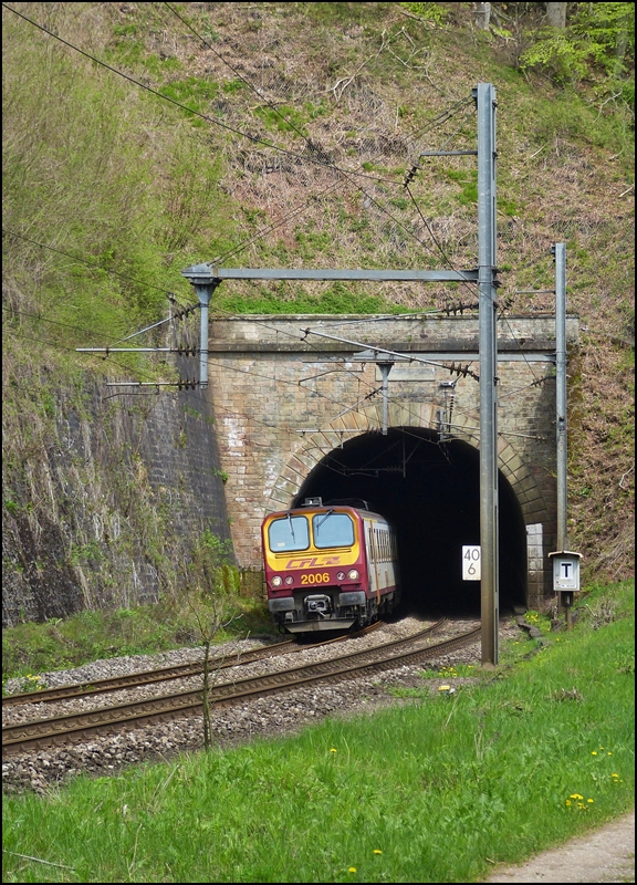 . Z 2006 is leaving the tunnel Cruchten just before entering into the station of Cruchten on May 3rd, 2013.