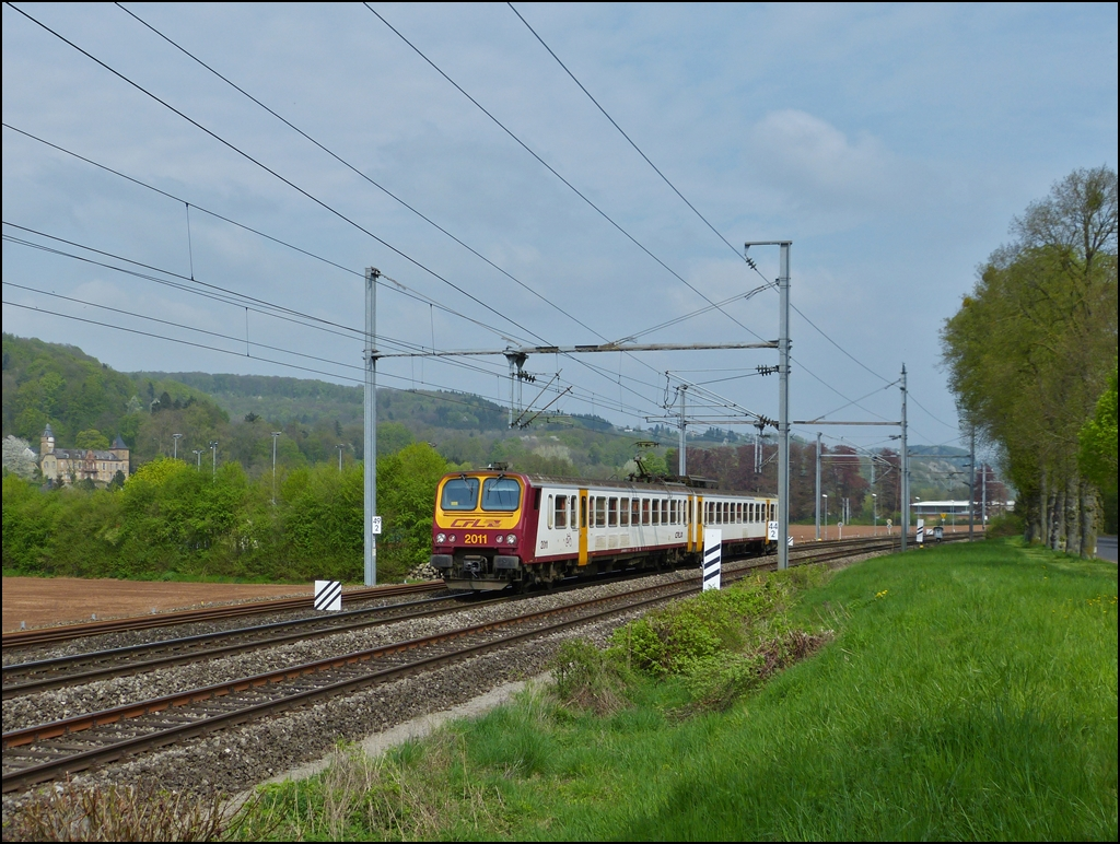 . Z 2011 is running along the Château de Birtrange between Schieren and Colmar-Berg on May 3rd, 2013.