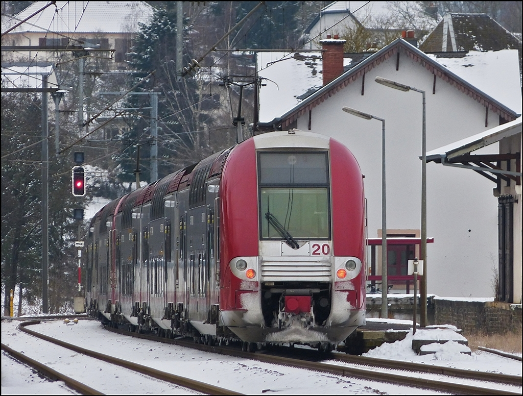. Z 2200 double unit is leaving the station of Wilwerwiltz on January 18th, 2013.