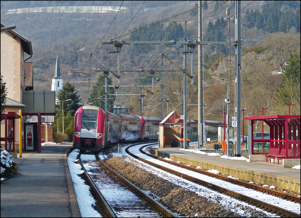 . Z 2200 double unit is leaving the station of Kautenbach on March 25th, 2013.