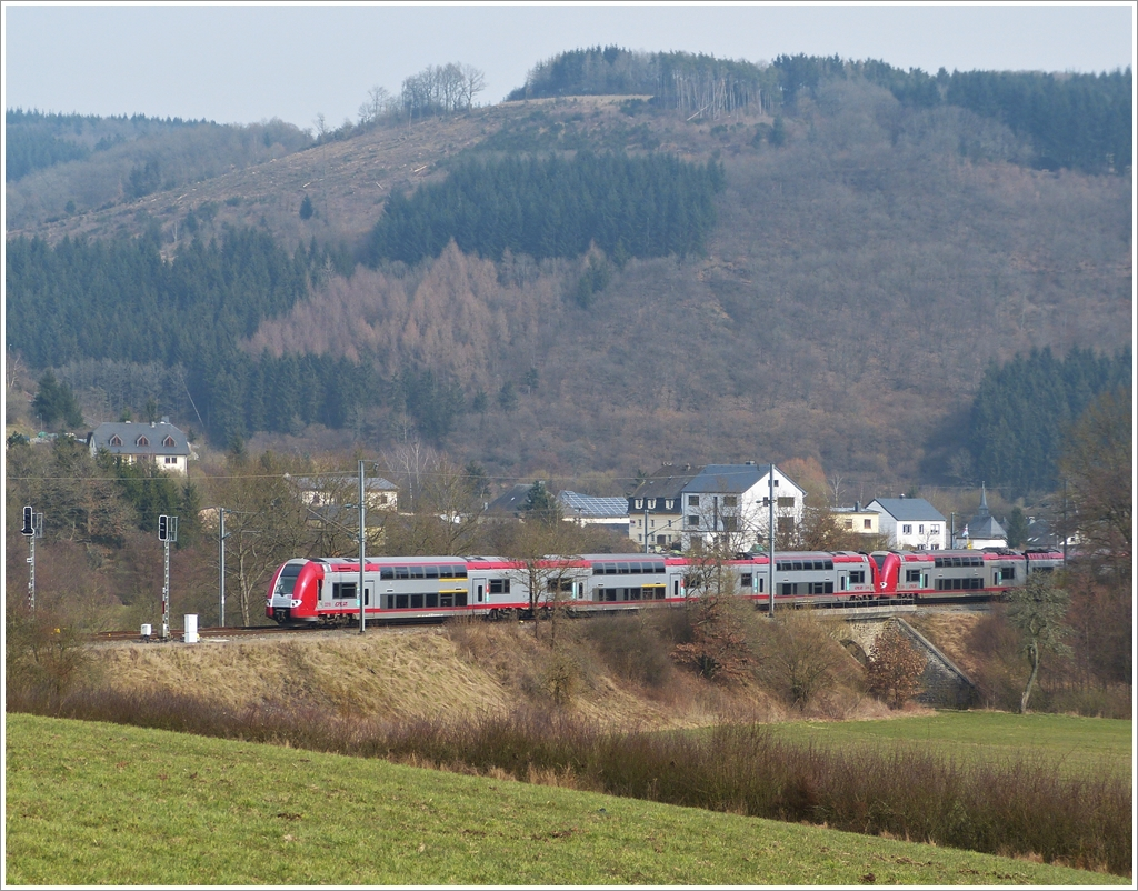 . Z 2200 double unit is running through the nice landscape near Lellingen on April 4th, 2013.