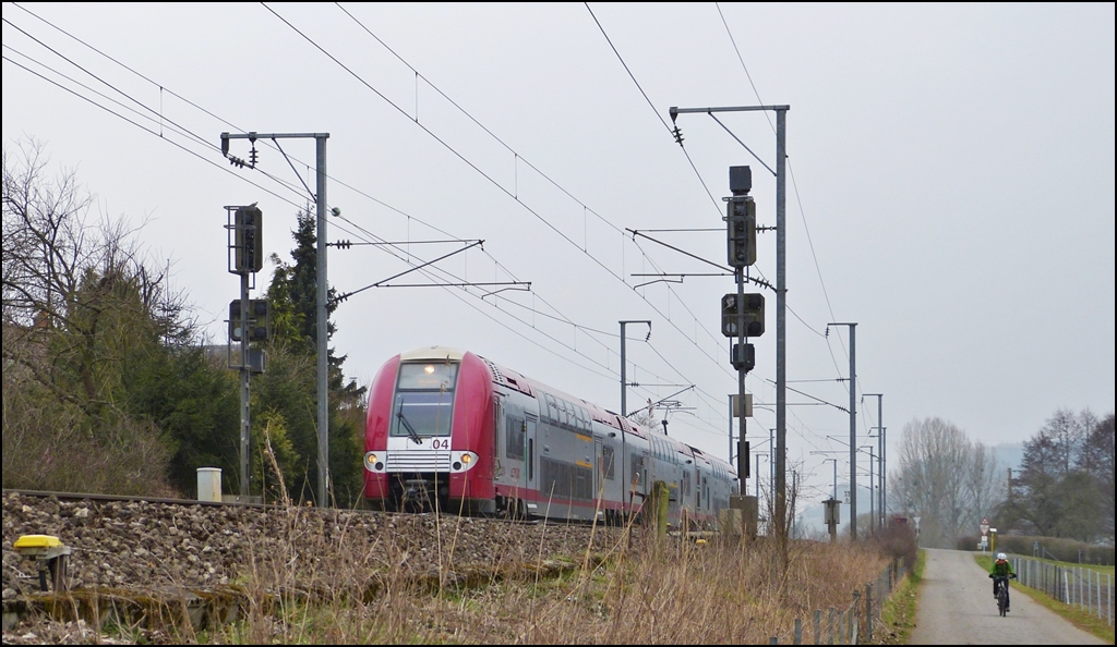 . Z 2204 is running between Lintgen and Mersch on April 8th, 2013.