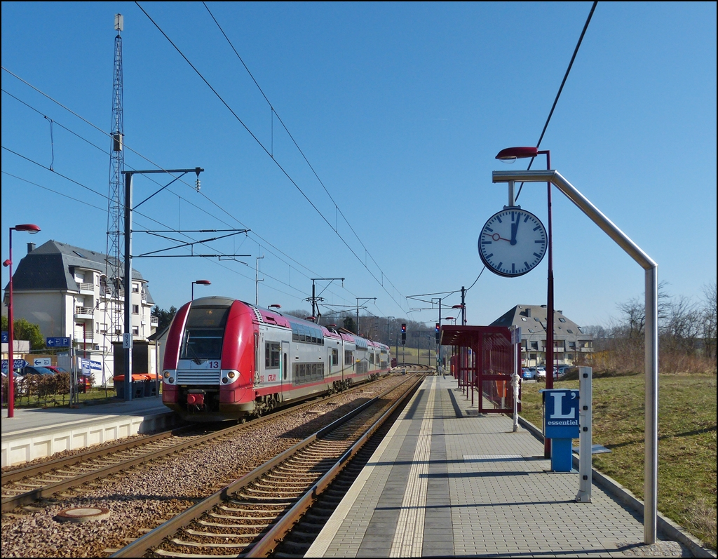 . Z 2213 is entering into the station of Dippach-Reckange on March 4th, 2013.