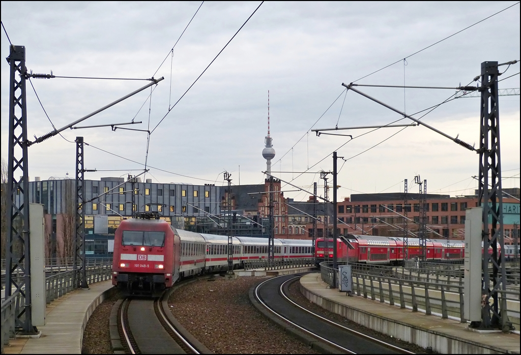 101 049-5 is arriving in Berlin main station on December 25th, 2012.