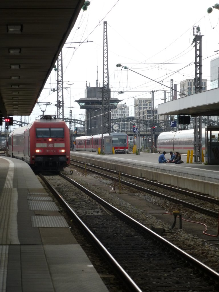 101 116-2 is driving into the main station of Munich on May 23rd 2013.