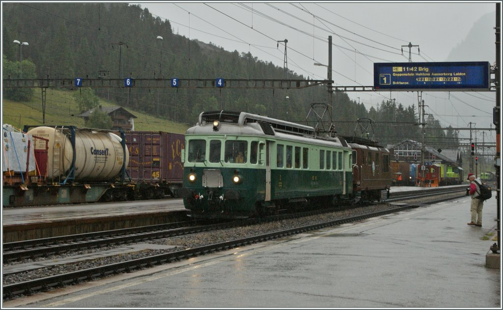1913 - 2013: 100 years BLS : The Be 4/4 761 and the BLS Re 4/4 172 are arriving  at Kandersteg. 29.06.2013