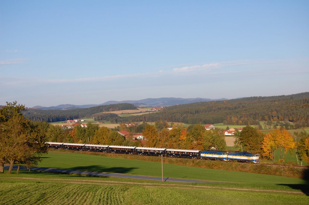 2 locomotives CD-class 754 with VSOE Orient-Express DZ13250 on 09.10.2010 by Klöpflesberg