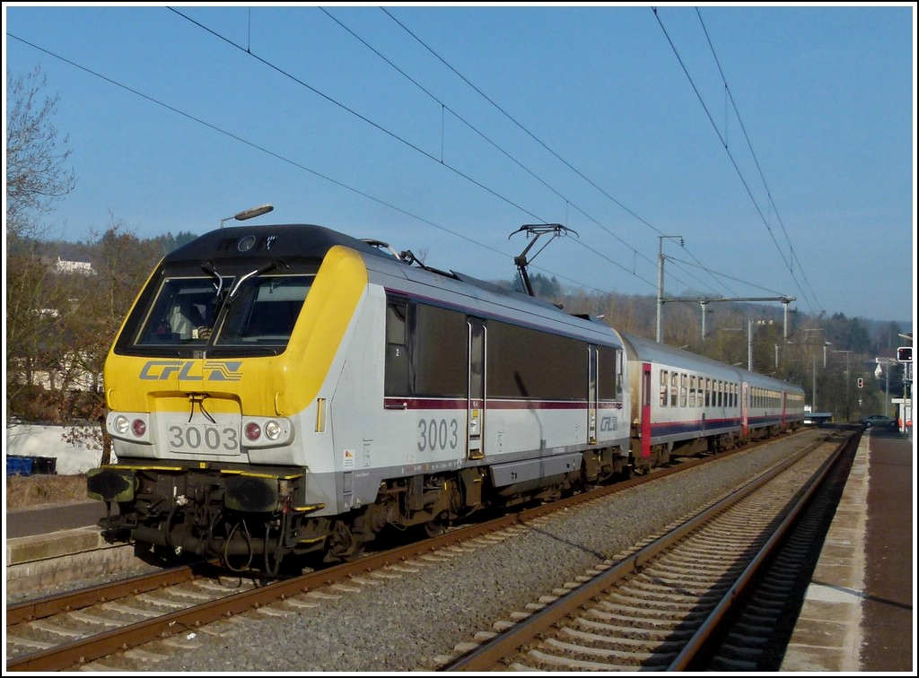 3003 with the IR 111 Liers - Luxembourg City is arriving in Wilwerwiltz on March 28th, 2012.