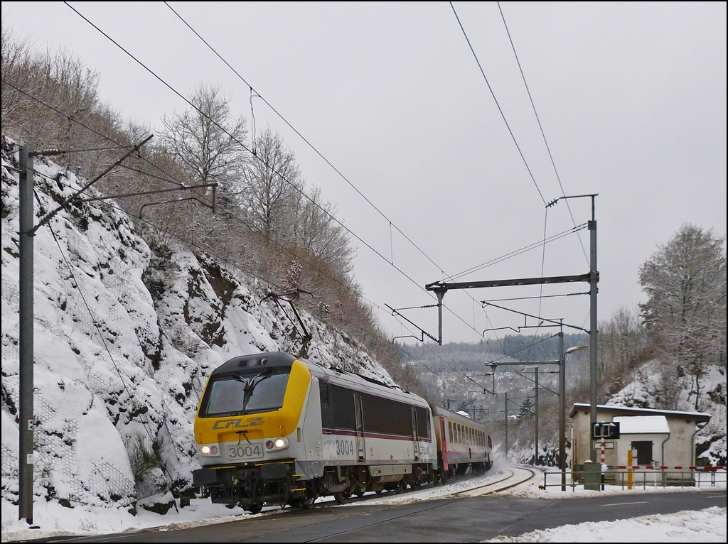 3004 is hauling the IR 116 Luxembourg City - Liers through Enscherange on January 22nd, 2013.