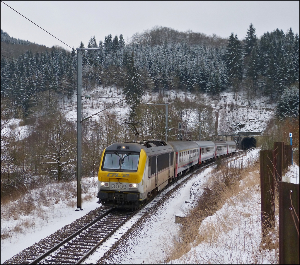 3009 is heading the IR 116 Luxembourg City - Liers in Lellingen on Jaunary 18th, 2012.