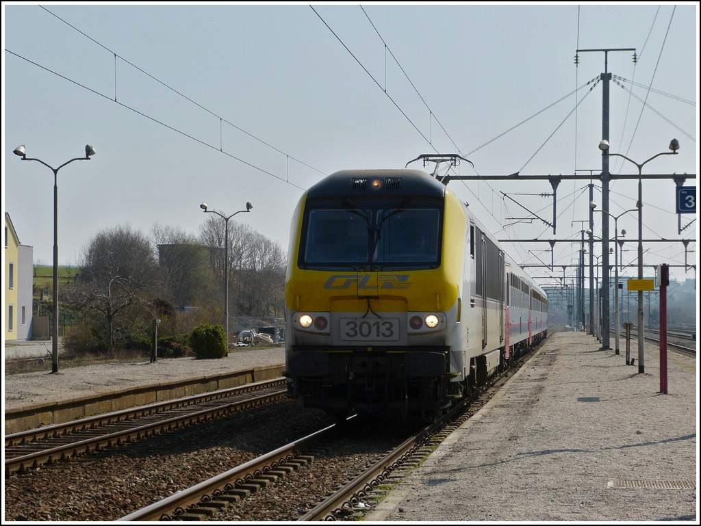 3013 is hauling the IR 112 Luxembourg City - Liers into the station of Gouvy on March 23rd, 2012.