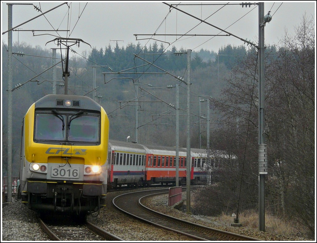 3016 is hauling the IR 117 Liers - Luxembourg City through Enscherange on January 28th, 2008.