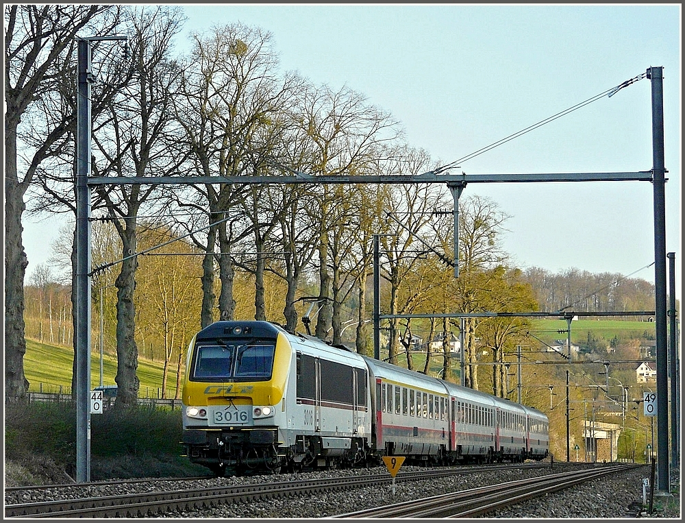 3016 is heading the IR Luxembourg-Liers between Colmar-Berg and Schieren on April 10th, 2010.