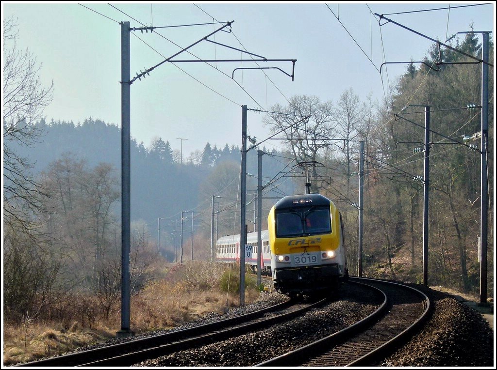 3019 is heading the IR 110 Luxembourg City - Liers between Enscherange and Drauffelt on March 16th, 2012.