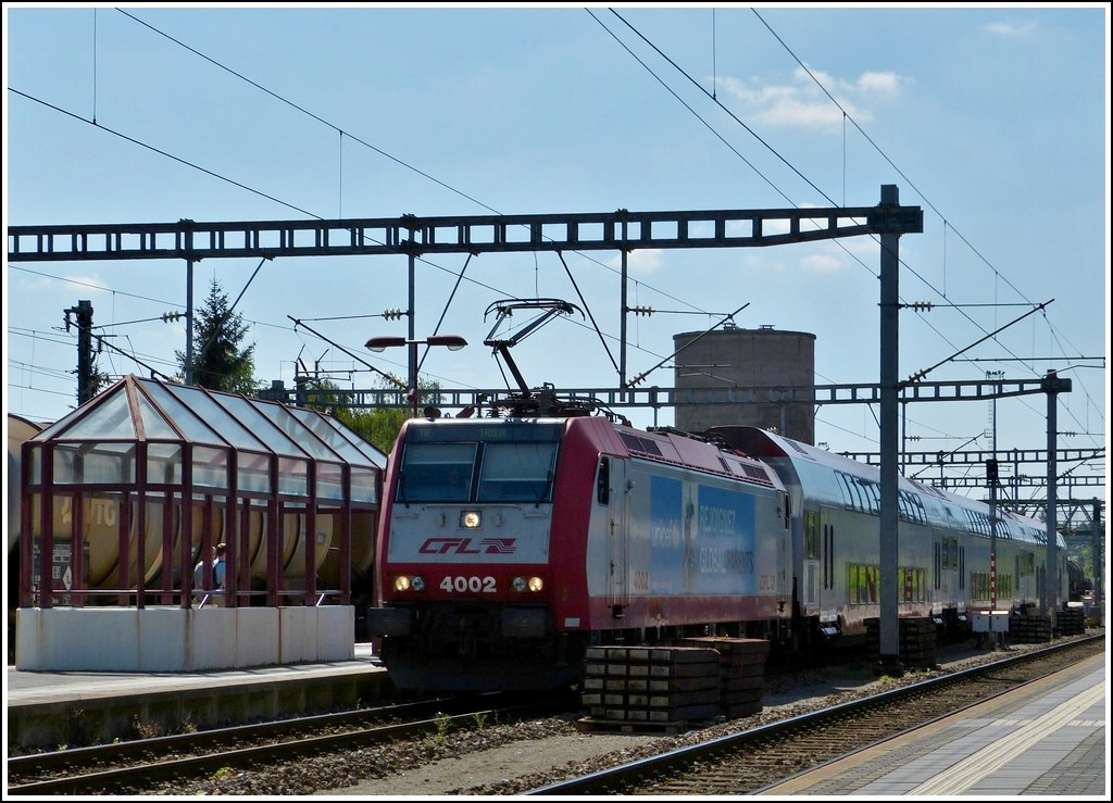4002 with bilevel cars is entering into the station of Wasserbillig on August 10th, 1012.