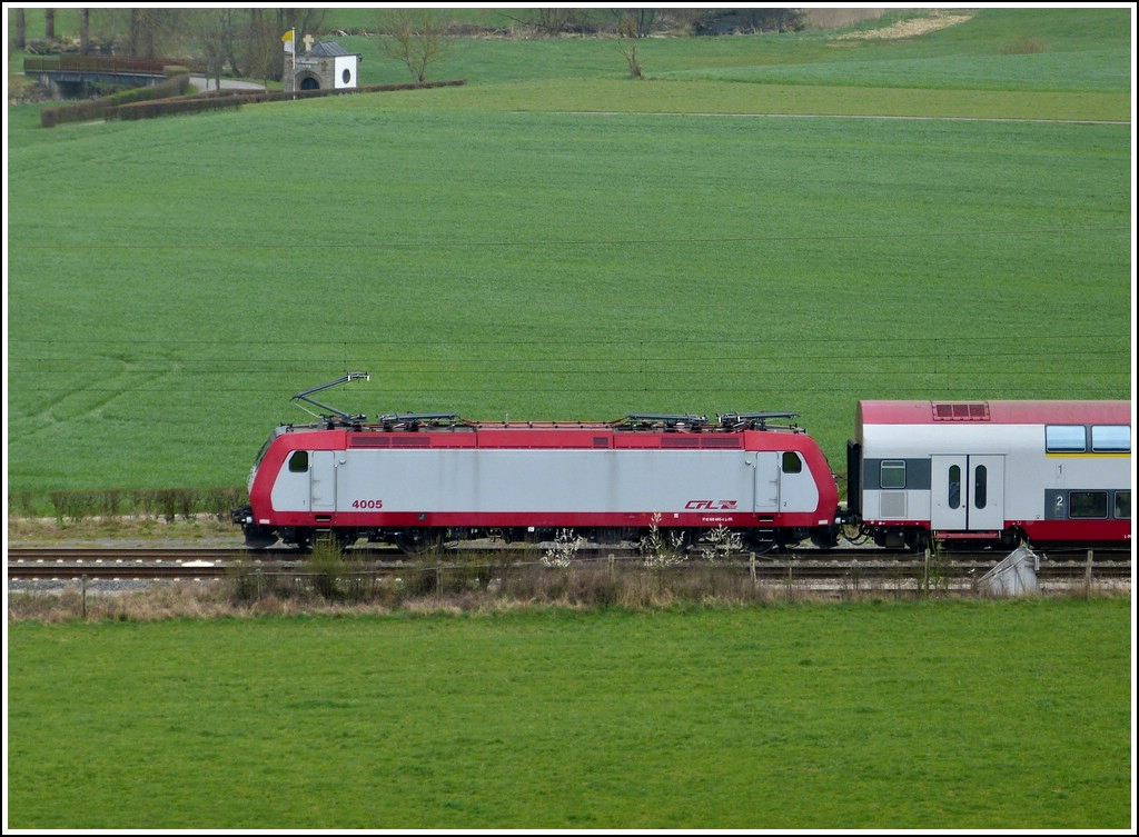 4005 is heading the IR 3737 Troisvierges - Luxembourg City in Wilwerwiltz on April 15th, 2012.