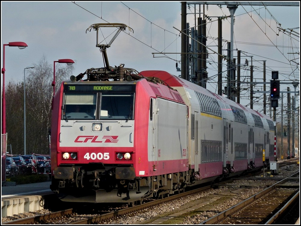 4005 with bilevel cars is arriving at the station of Pétange on February 8th, 2011.