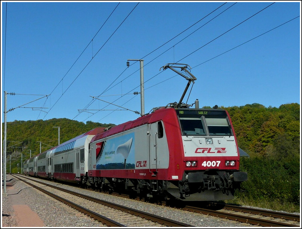 4007 is hauling the RB 3240 Wiltz - Luxembourg City through Erpeldange/Ettelbrück on October 15th, 2011.