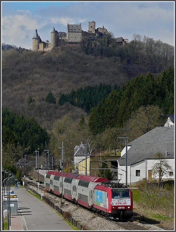 4013 is hauling a local train through Michelau with the castle of Bourscheid in the background on March 29th, 2009.