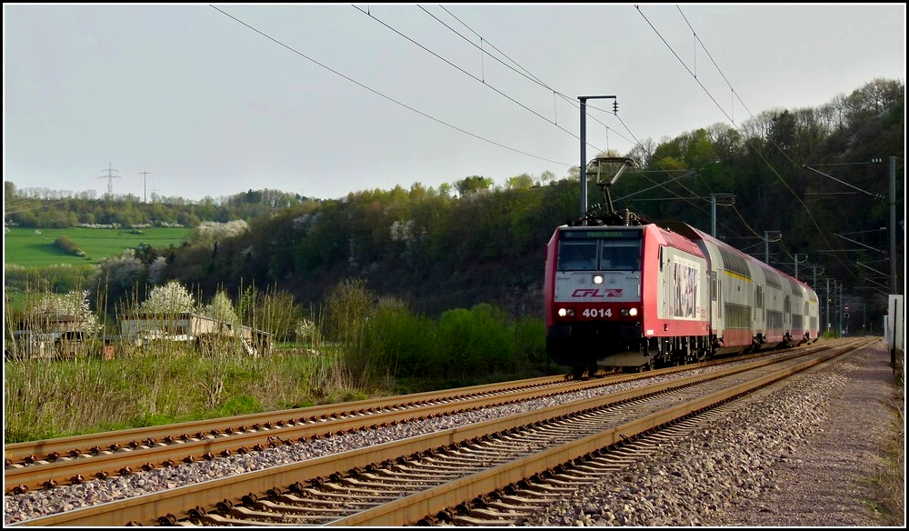 4014 is hauling the IR 3718 Luxembourg City - Troisvierges through Erpeldange/Ettelbrück on April 10th, 2011.