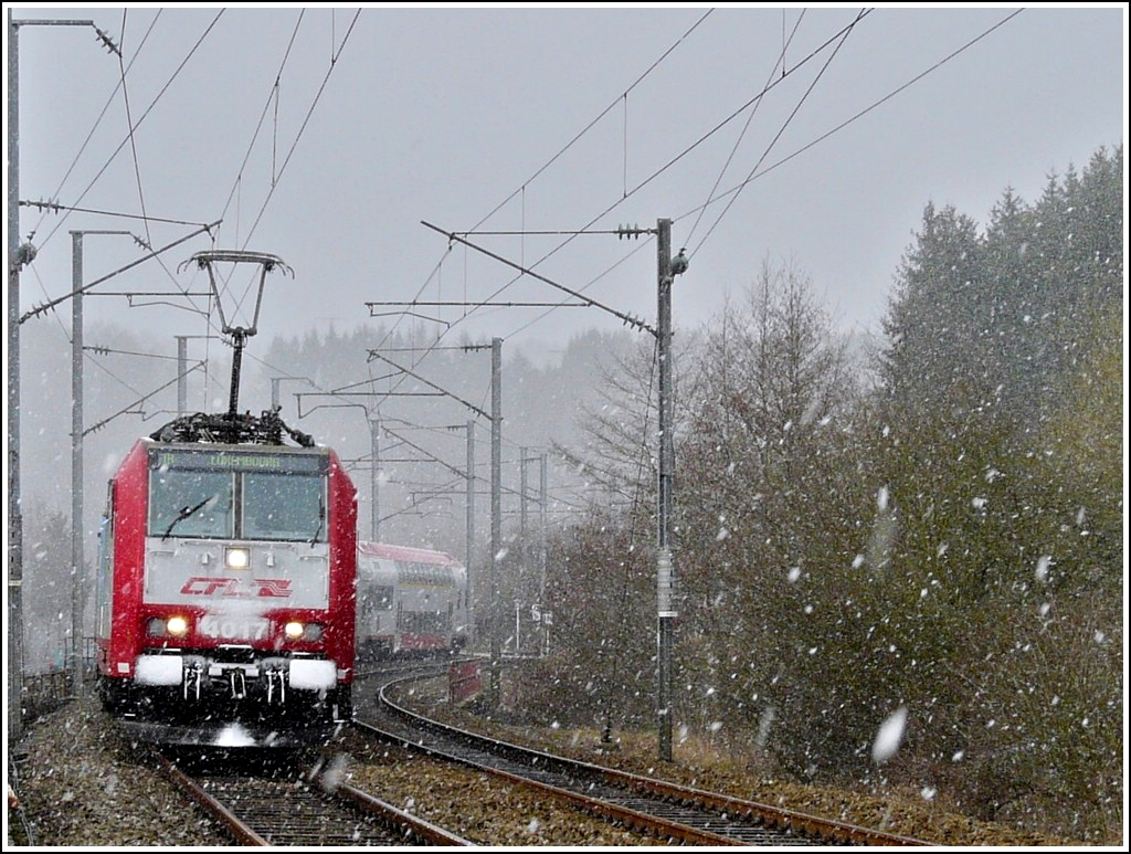 4017 is heading the IR 3741 Troisvierges - Luxembourg City in Enscherange during heavy snowfall on March 24th, 2008.