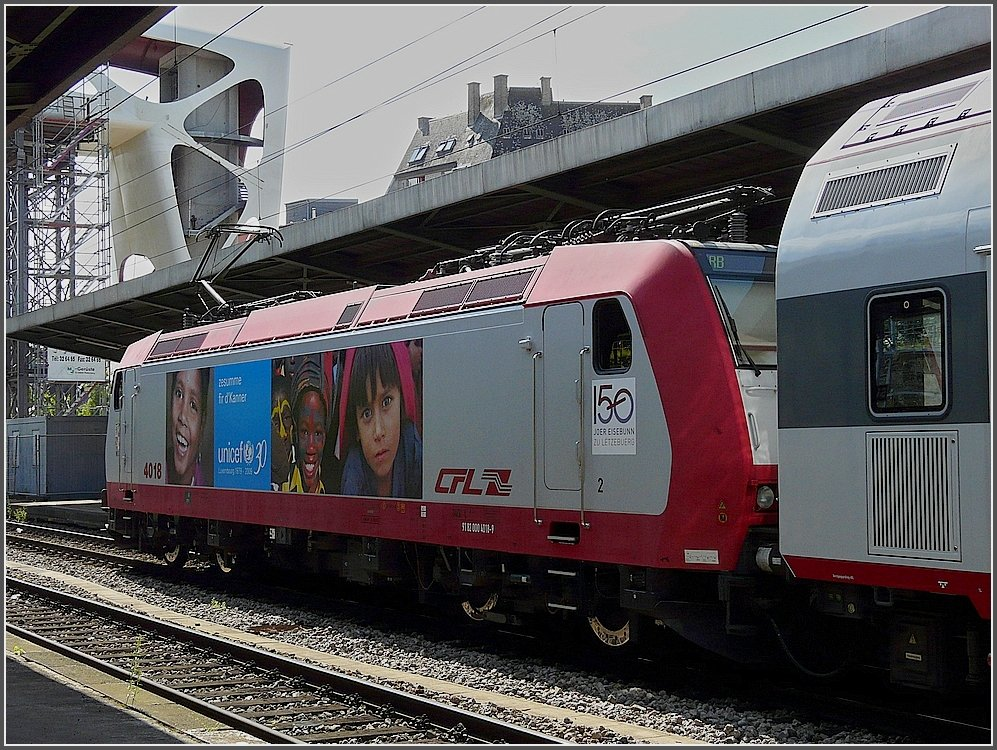 4018 with UNICEF publicity photographed at Esch-sur-Alzette on August 4th, 2009.
