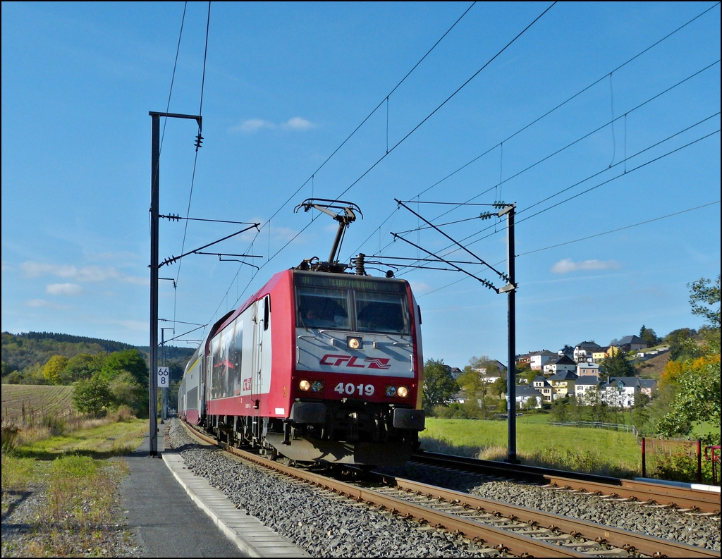 4019 is hauling the IR 3739 Troisvierges - Luxembourg City through Wilwerwiltz on September 30th, 2012.