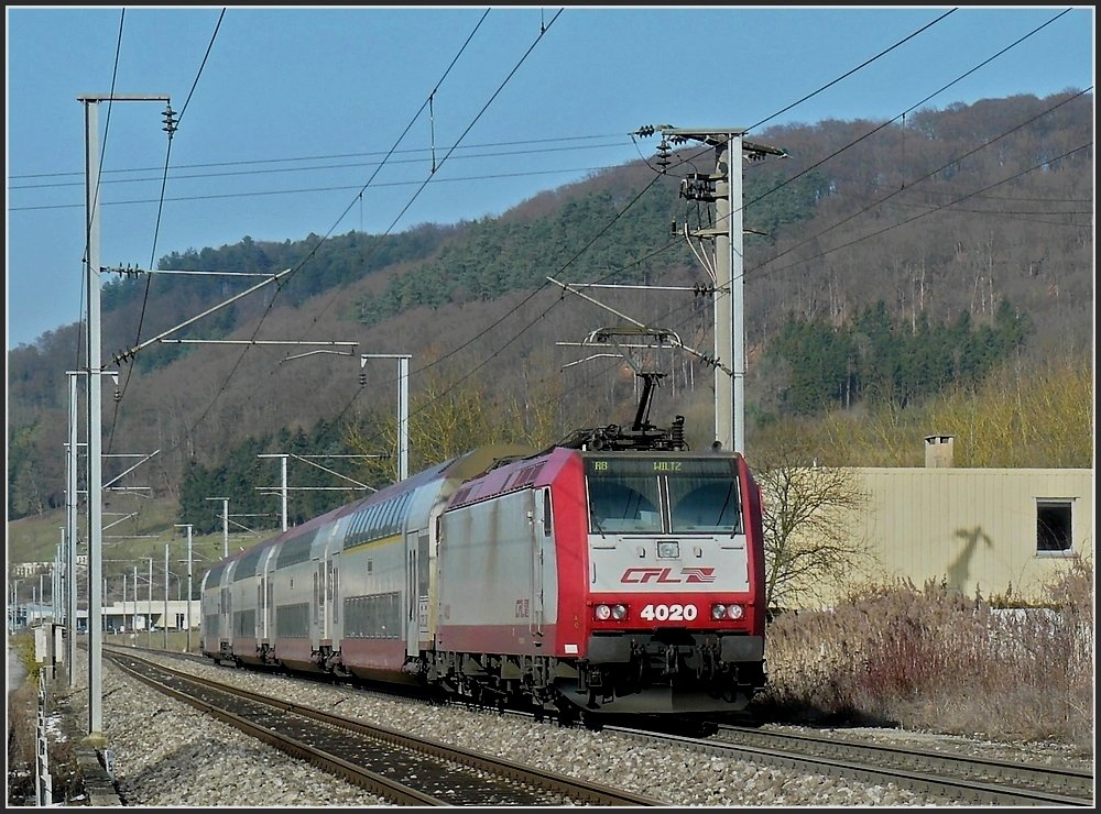 4020 is pushing its train to Wiltz between Lintgen and Mersch on February 18th, 2010.