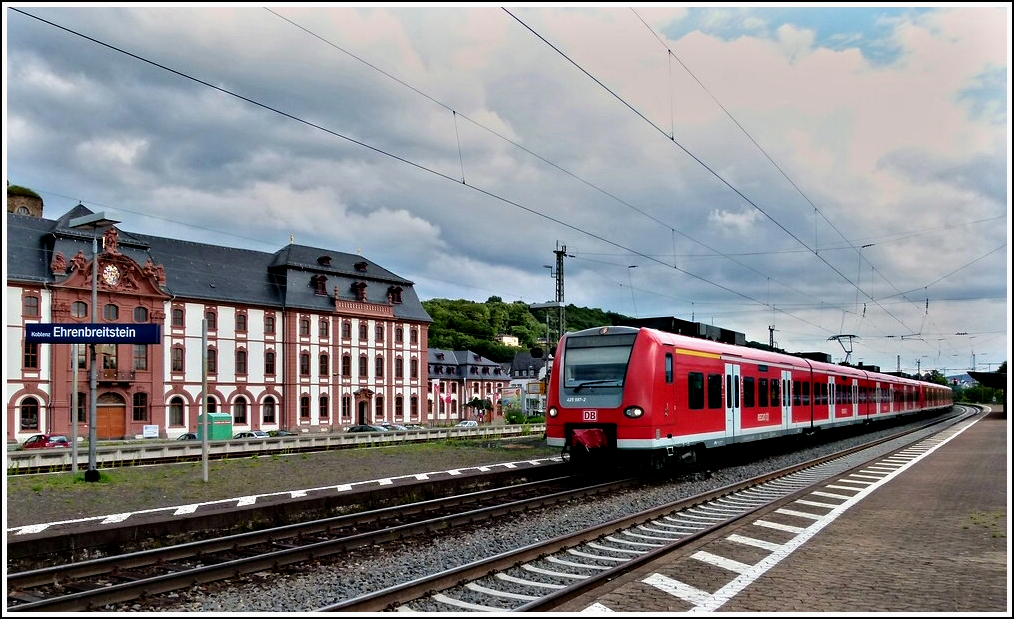 425 597-2 is leaving the station Koblenz-Ehrenbreitstein on June 24th, 2011.