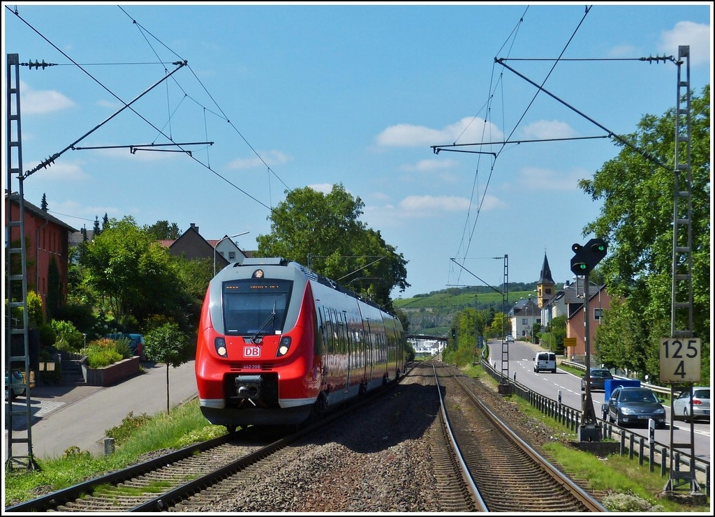 442 208 is entering into the station of Oberbillig on its way from Perl to Wittlich on August 10th, 2012.