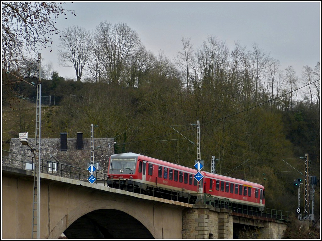 628 462 is leaving the Grand Duchy of Luxembourg and is entering in Germany on the Sûre bridge in Wasserbilig on March 19th, 2012.