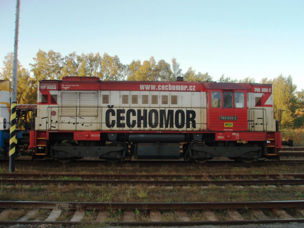 740 898 on the 1st of September, 2011 on the Railway station Kladno. Promotion of musical group Čechomor.locomotive of the company KDS Kladno.