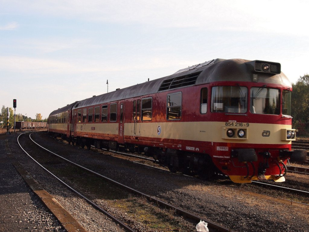 854 216-9 at the railway station Kladno in 2012:10:18