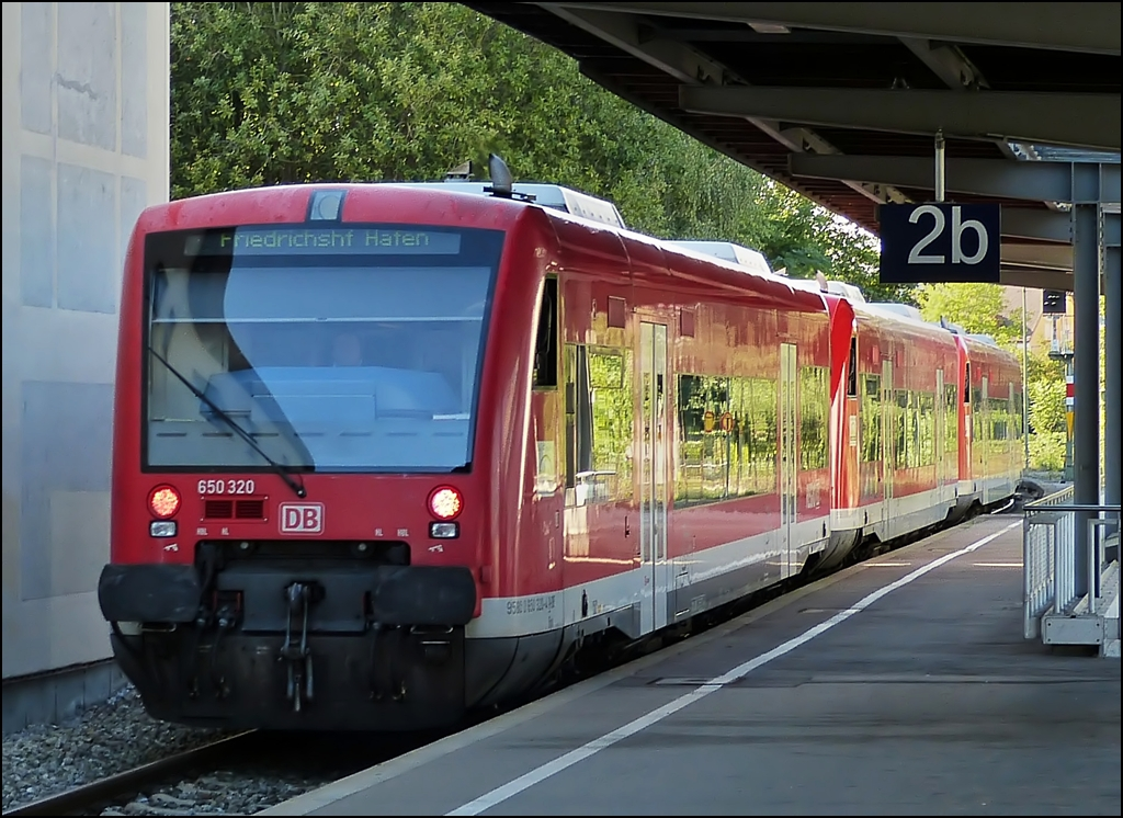 A 650 triple unit is entering into the station of Friedrichshafen Hafen on September 15th, 2012.